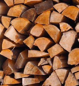 Certains particuliers vendent du bois de chauffage pas cher sous forme de bûches.