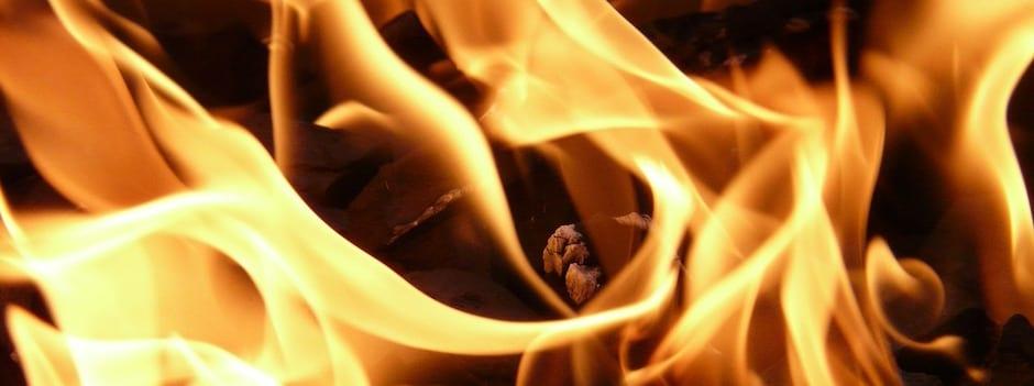 Un combustible comme le bois ou le mazout est capable de s'enflammer et de dégager de la chaleur utilisable.